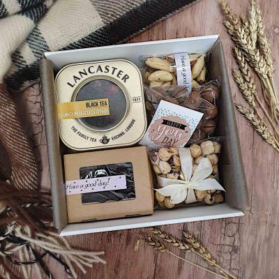 Подарочный набор с чаем и орехами