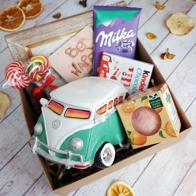 Подарочный набор с копилкой и сладостями